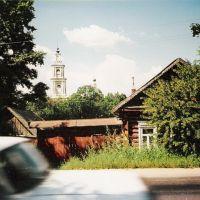 Ленинская улица. Вид на храм в центре. Июль 2003 г., Верея