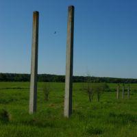 столбы в поле, Высоковск