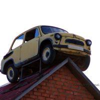 Запорожец ЗАЗ-965 на крыше магазина, Дорохово, Дорохово