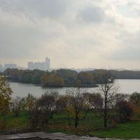 Вид на Строгинскую пойму Москва-реки, город / View of the Stroginskaya flood-lands of the Moskva river and the city (21/10/2007), Загорск