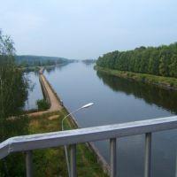 вид с пешеходного моста над 6 шлюзом в Икше в сторону5 шлюза по направлению к Дмитрову, Икша
