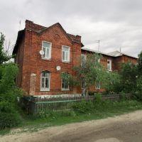 красный дом в посёлке железнодорожников, Куровское