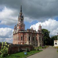 Никольский собор, высокое здание в псевдоготическом стиле, строительство с 1779 по 1812 года. Можайск, Можайск