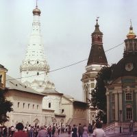 Sergyev Posad (Zagorsk): The Pilgrim Tower in the middle - 1990, Сергиев Посад