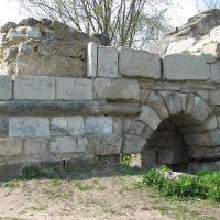 Серпухов, Красная гора. Остатки крепостной стены (16.05.2007), Серпухов