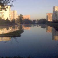 lake between schools - пруд между школами, Солнцево