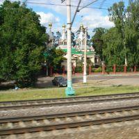 Церковь Троицы Живоначальной фото с электрички, Удельная