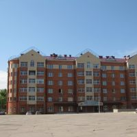 a square in front of a house, Фрязино