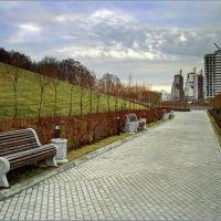 Дорожка в парке у Дома Правительства Московской области / Track in the park at the Government House of Moscow Region, Байконур