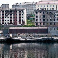 Полярный - город суровых военных моряков. Здесь даже причалы имеют форму 5-ти бальной волны..., Полярный