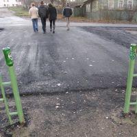 не чуждо валдайцам чувство цетового соответствия - зеленый забор и бутылки зеленые, Валдай