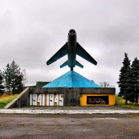 Крестцы. Памятник летчикам Великой Отечественной МиГ-19, Кресцы