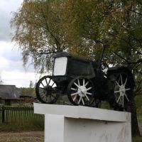 памятник Трактор, Любытино