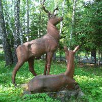 Большие Уки - памятник оленям около сельхозтехники, Большие Уки