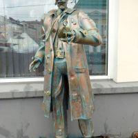 Памятник Голливудскому актеру Рутгеру Хауэру, Омск