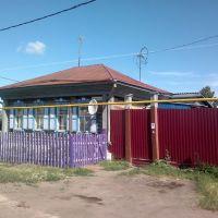 деревянный домик красиво окрашен, Тюкалинск