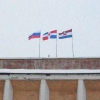 Флаги на здании Администрации КПАО., Кудымкар