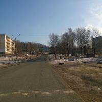 Вверх, вдоль ул. Симферопольская, дома 10, 12, 14, Артем