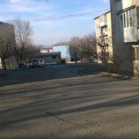 вдоль домов. ул Херсонская 13 и ул. Симферопольская 14, Артем