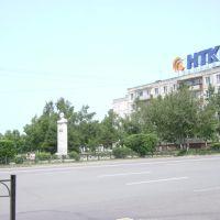 Фрунзе 61 и памятник Артему, Артем