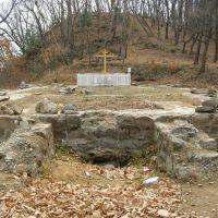 Фундамент бывшей церкви, Горные Ключи