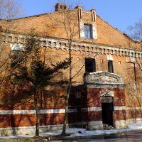 Руины школы связи, Русский