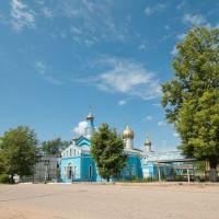Храм Покрова Пресвятой Богородицы и автобусная остановка, Дедовичи