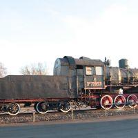 Дно. Паровоз-памятник Эм 728-23. Dno. Memorial steam locomotive Em 728-23, Дно
