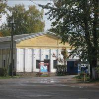 Старый кинотеатр. Угловое здание ; ул. Ленина д. 28 и ул. Горького д.13, Идрица
