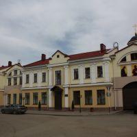 Дом на площади, Печоры