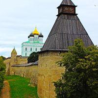 Вид а Псковский кремль с моста, Псков