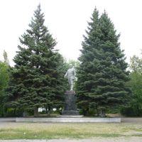 Памятник Артёму в посёлке его имени., Алмазный