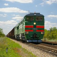 Diesel locomotive 2TE116-1037 with train, Аютинск