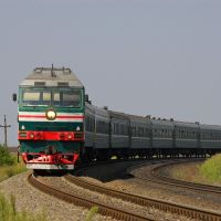 Diesel locomotive TEP70-0330 with train, Аютинск