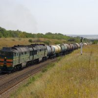 Diesel locomotive 2TE116-1275 with train, Аютинск