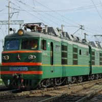 Electric locomotive VL80K-695 with train, Батайск