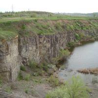 скалы близ п. Быстрогорский, Жирнов