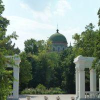 Колоннада в парке и вид на купол собора св.Александра Невского, Новочеркасск
