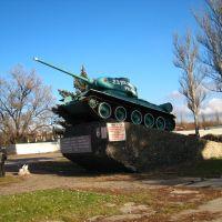 T-34 танк на выезде из города. T-34 tank on the city way out., Тарасовский