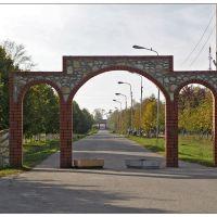 Почти Триумфальная арка - Almost Arc de Triomphe, Милославское