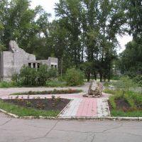 """парк """"40 лет ВЛКСМ"""" слева фундамент здания которого уже сейчас нет., Жигулевск"""
