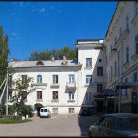 Во дворе дома №28 по  ул. Комсомольской, Жигулевск