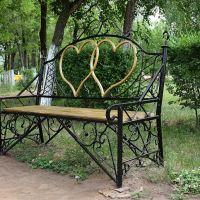 Приволжье-скамейка влюблённых в парке у храма, Приволжье