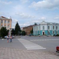 справа-Музей Донского казачества,слева-театр им.Комиссаржевской, Александровская