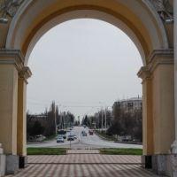 Вид на Троицкую площадь, Поклонный крест, северная триумфальная арка, Александровская