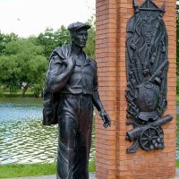 СЕСТРОРЕЦК. Памятник рабочему. / Sestroretsk. Monument to the worker., Сестрорецк