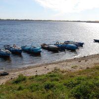 """Лодки-""""гулянки"""" у пристани Вольска, Вольск"""