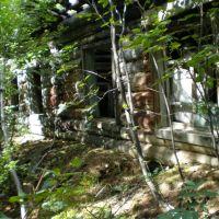 брошеный поселок у подножья горы, Канкунский