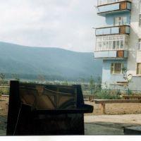 Наводнение в Ленске 2001г. Фортепьяно на просушке., Ленск