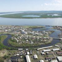 гор. Среднеколымск речка Анкудинка, на заднем плане - река Колыма, Среднеколымск